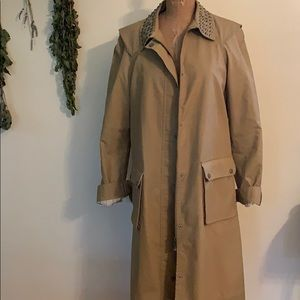 Water resistant classic trench coat size L